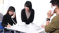 言語と心理を学ぶ生徒の写真